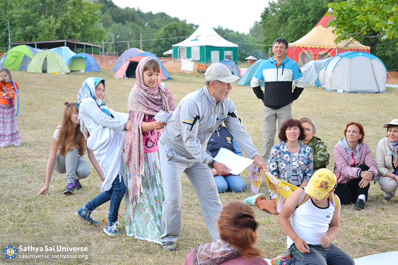 2016-07-10-17-z8-russia-volga-ural-region-the-zonal-childrens-camp-evening-lineup