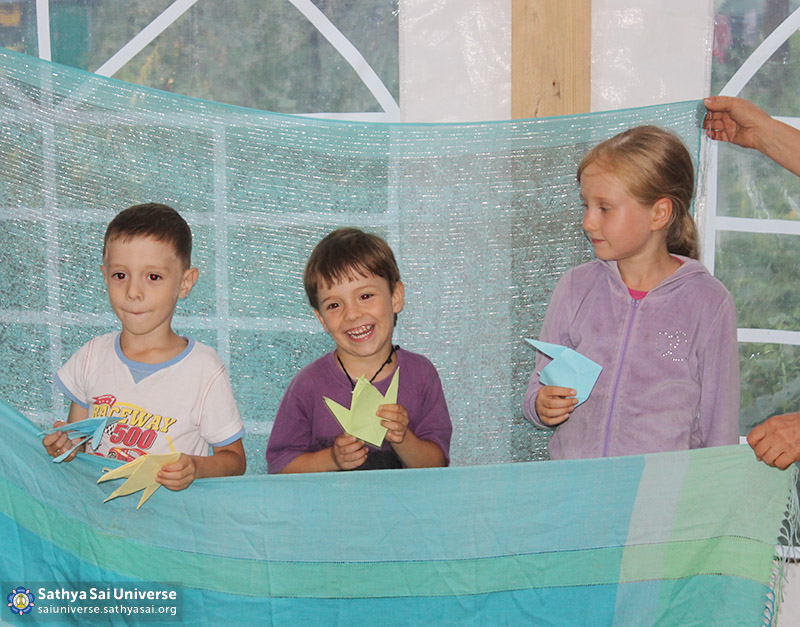 n-e-19-2016-07-27-russia-z8-siberia-family-camp-the-lesson-in-the-younger-group