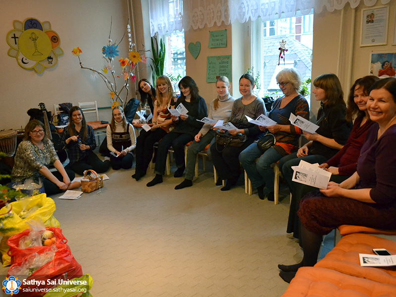latvia-christmas-2016-rehearsal-in-satja-sai-centre-of-riga