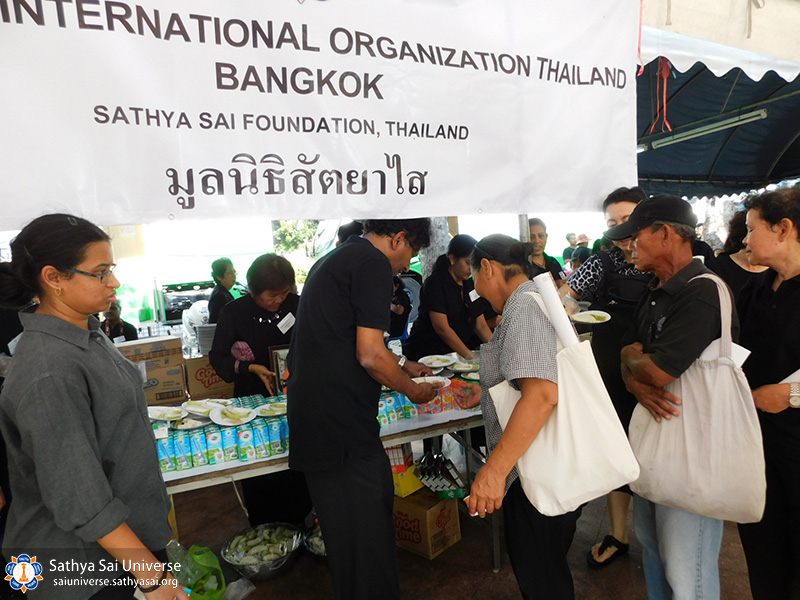 serving-distressed-thailand-2017-distributing-1-c-2-copy