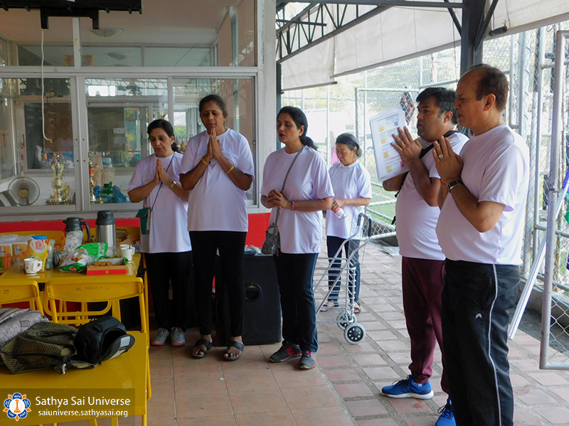 thailand-sports-day-2017-members-praying-inthe-morning-copy