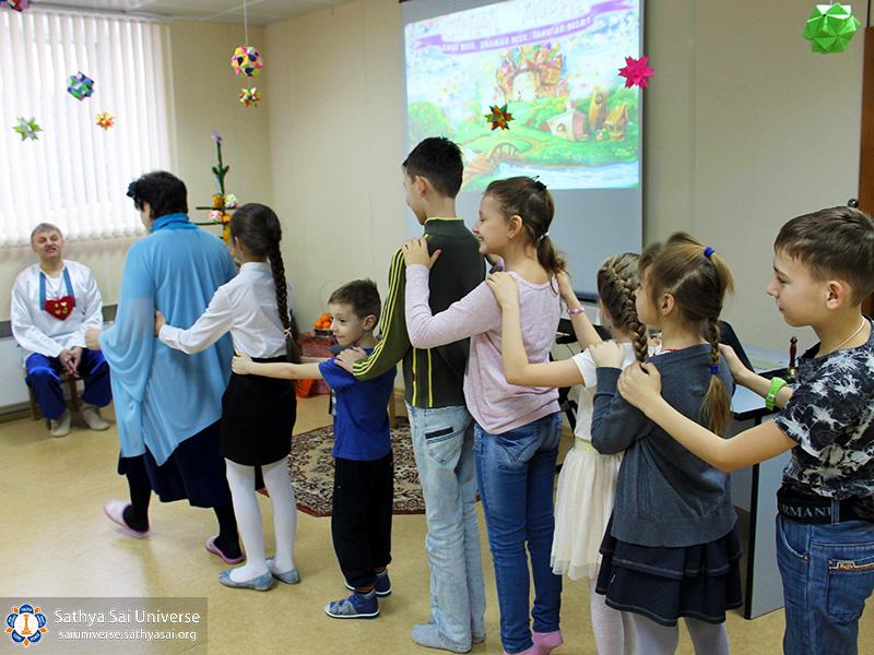 2017-02-05-z8-russia-siberian-region-the-first-childrens-festival-game-caterpilla