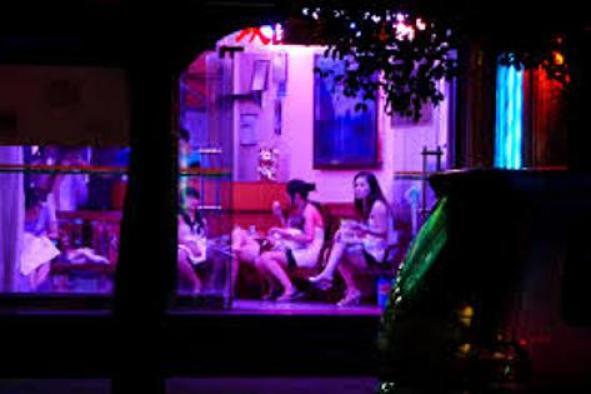 Police raids on Massage Parlor in piple saudagar