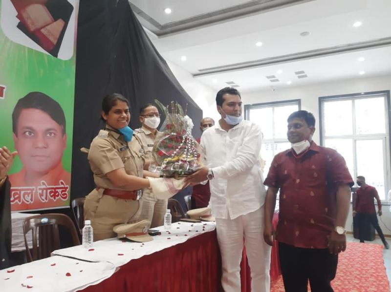 distribution-of-sari-and-farala-to-municipal-health-workers-on-the-occasion-of-diwali