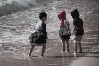 Enfants jouant à Shelly beach
