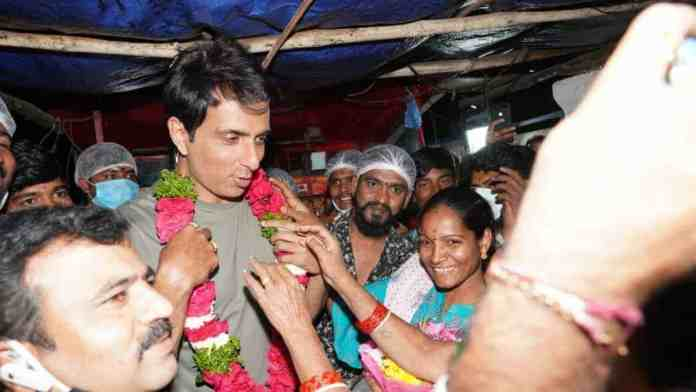 Sonu Sood's dazzling, abrupt fan appearing in a fast food stall