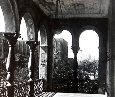 二階のベランダ