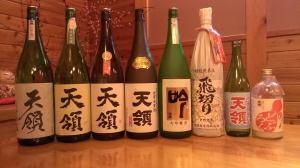 昨日の「お酒を楽しむ会」で登場したお酒たち。様々な飲み方で楽しみながら和気あいあいとしたひと時となりました。