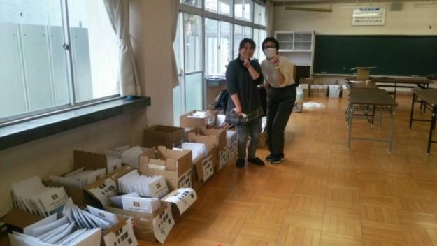 東舘校区全世帯(班外除く)分の閉校記念品袋詰め。 子どもたちも手伝ってくれて、あっという間に終わりました。