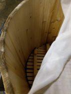 真っ白できれいな桶の中。大切に使いつがれています。