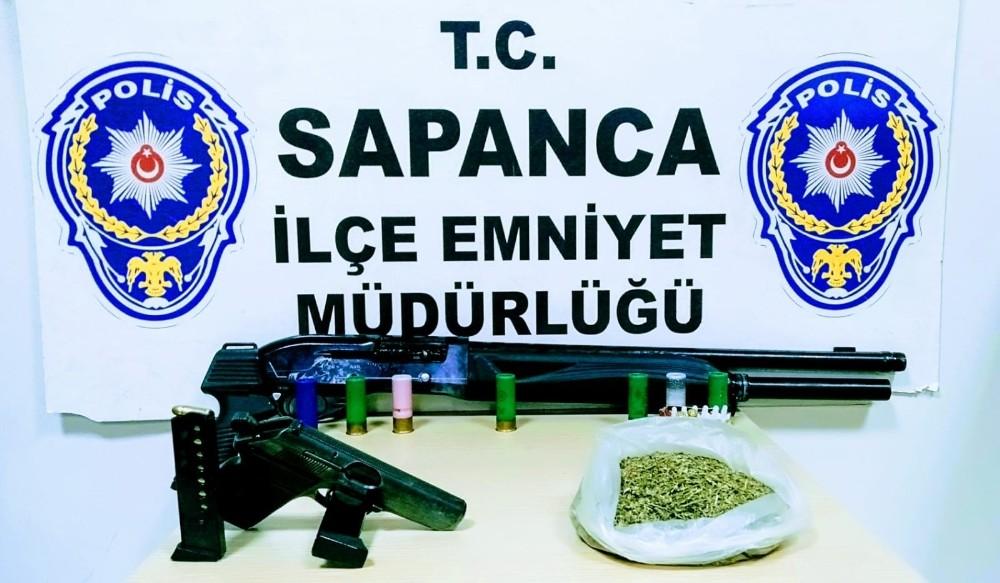 Evinde uyuşturucu ve ruhsatsız silahlarla yakalanan şahıs gözaltına alındı