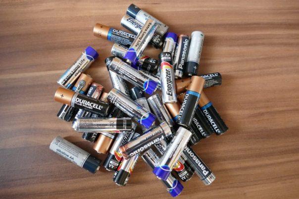 batteries-1331493_1280