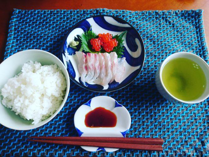 鯛の刺身と筋子の醤油漬けで一汁一菜