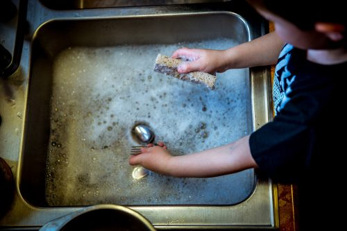 washing-dishes-1112077_1280