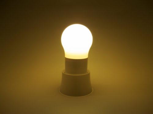 LED電球の光の向きをチェック