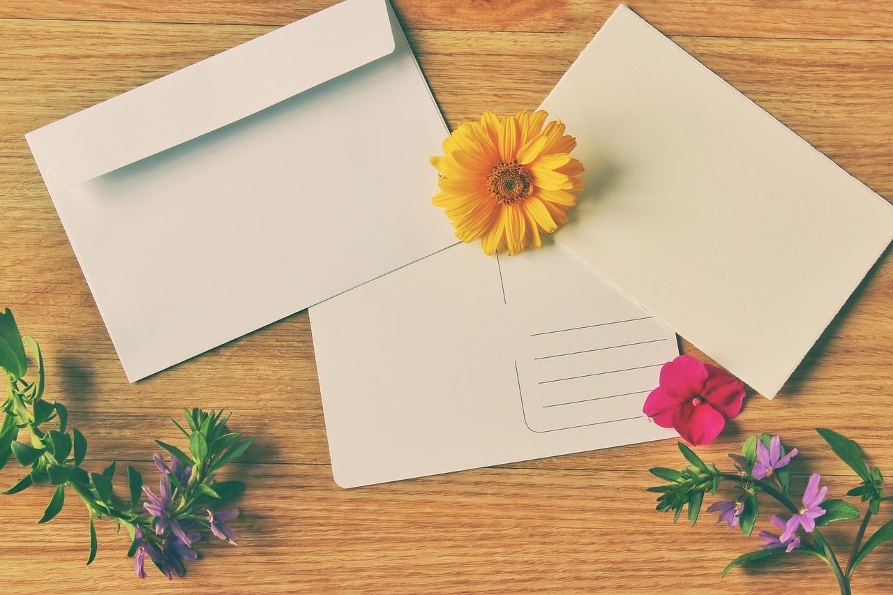 מעטפות עם פרחים