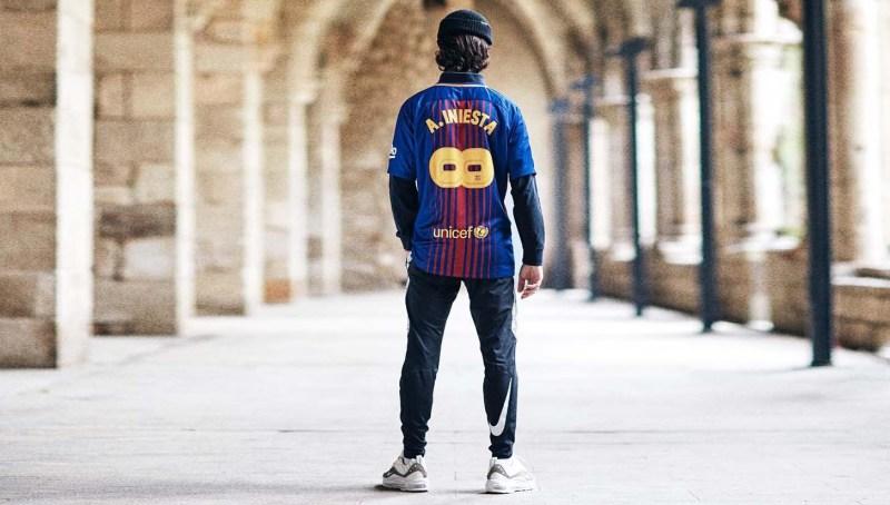 Nike hylder Barcelona's Andres Iniesta med helt unik trøje 1