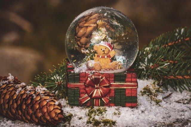 Christmas Snow Ball Snow Winter  - suju / Pixabay