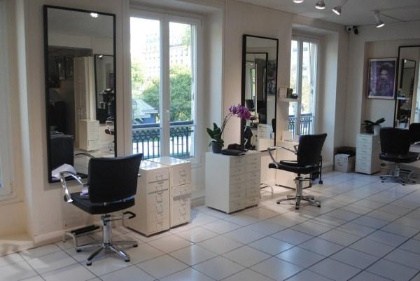 Hairdresser Barber Shop Living Room  - petitcarre / Pixabay
