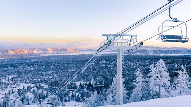 Ski Lift Snow Mountains  - BigBearCabins / Pixabay