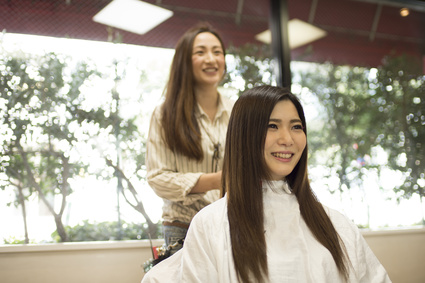 Long hair of women have come to the beauty salon