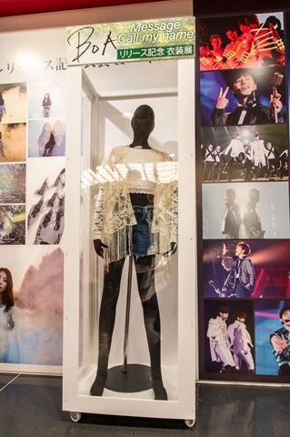 131023tvxq-time-live-dvd-bluray-costume-towerrecord-shibuya16