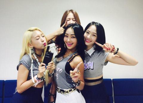150707sistar-comeback-2015-june-shake-it-win01