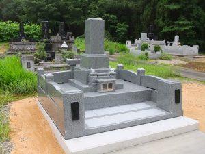 外柵型墓石