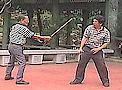 GM Jose Mena (Doblete Rapilon Arnis) et Master Pablito Balulot (Modern Arnis) - Chinese Garden Manila 1999