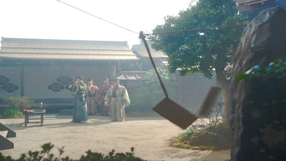 鉄砲の腕前を朝倉家・家臣達に披露する 十兵衛