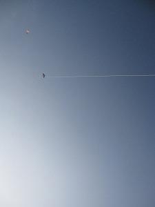 石垣島のカフェ&カレー「トラベラーズカフェ朔」の凧と空