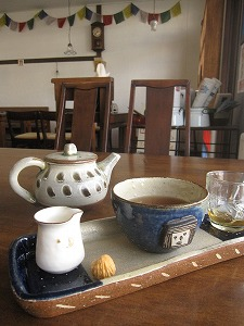 石垣島のカフェ&カレー「トラベラーズカフェ朔」のユナンボスティー