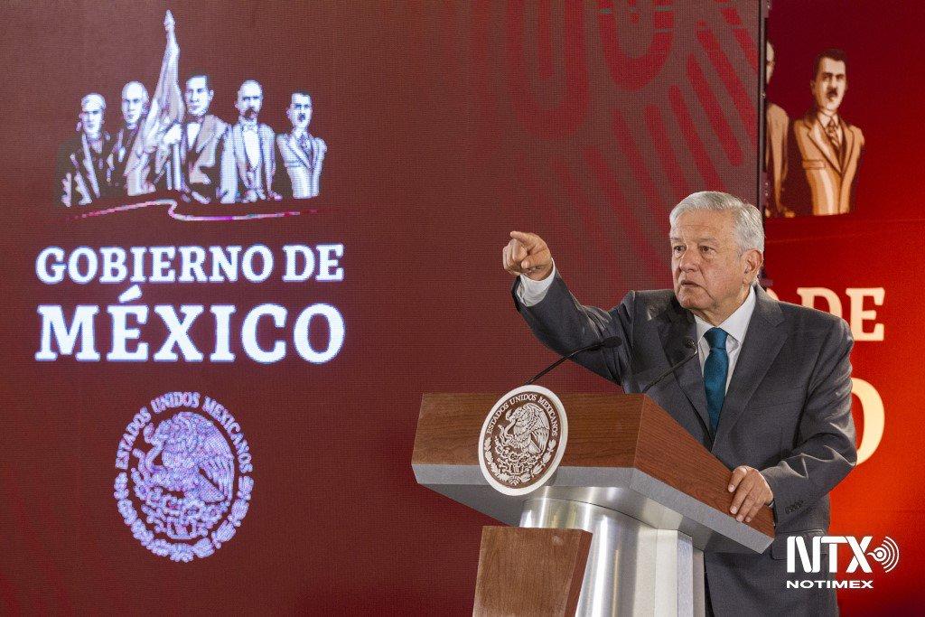 Deberían ofrecer disculpas a los mexicanos  funcionarios con altos sueldos: AMLO