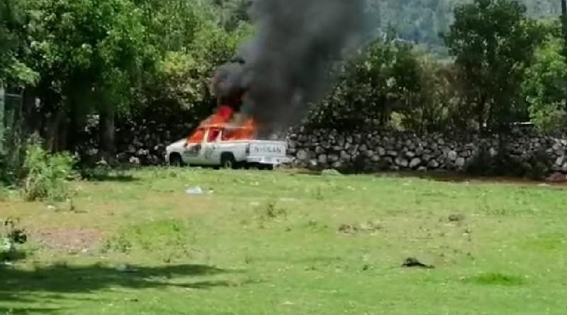 En Teremendo retienen y queman vehículo del Ayuntamiento de Morelia
