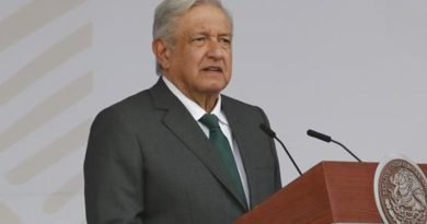 """Grupo de venezolanos exiliados declara """"persona non grata"""" a AMLO, por """"apoyar a dictadores"""""""