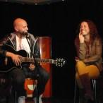 Mel Ortiz regalando canciones
