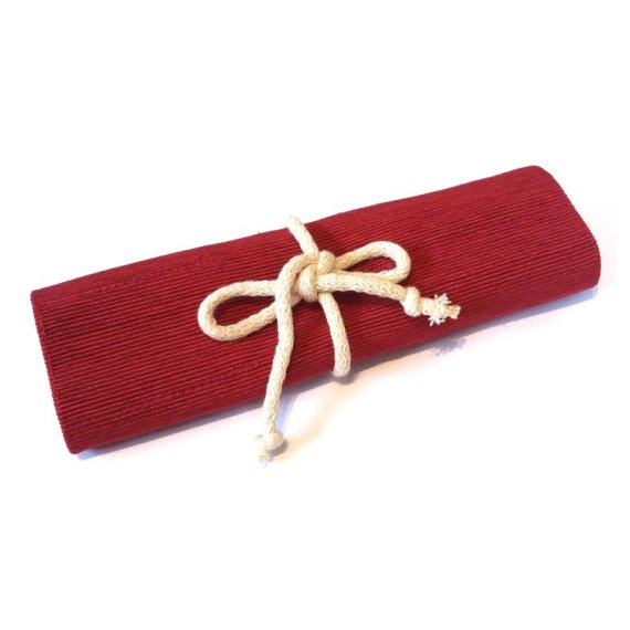 Crayon roll red