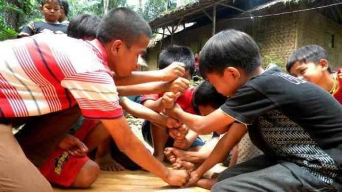 permainan tradisional sunda endog endogan