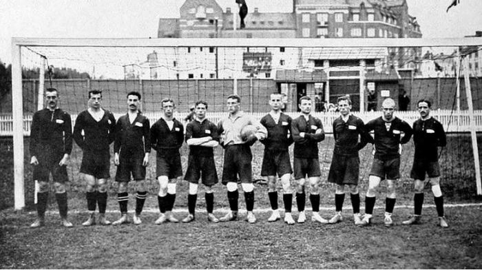 Permainan Sepak Bola Pengertian Sejarah Peraturan Teknik Dasar Sepak Bola Salamadian