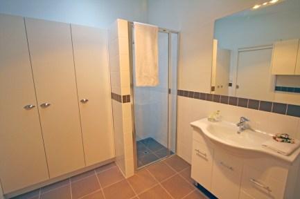 1440630077-7610-bathroom