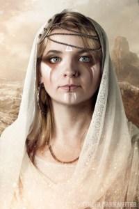 portretfoto Jacqueline met witte en bruine strepen make up