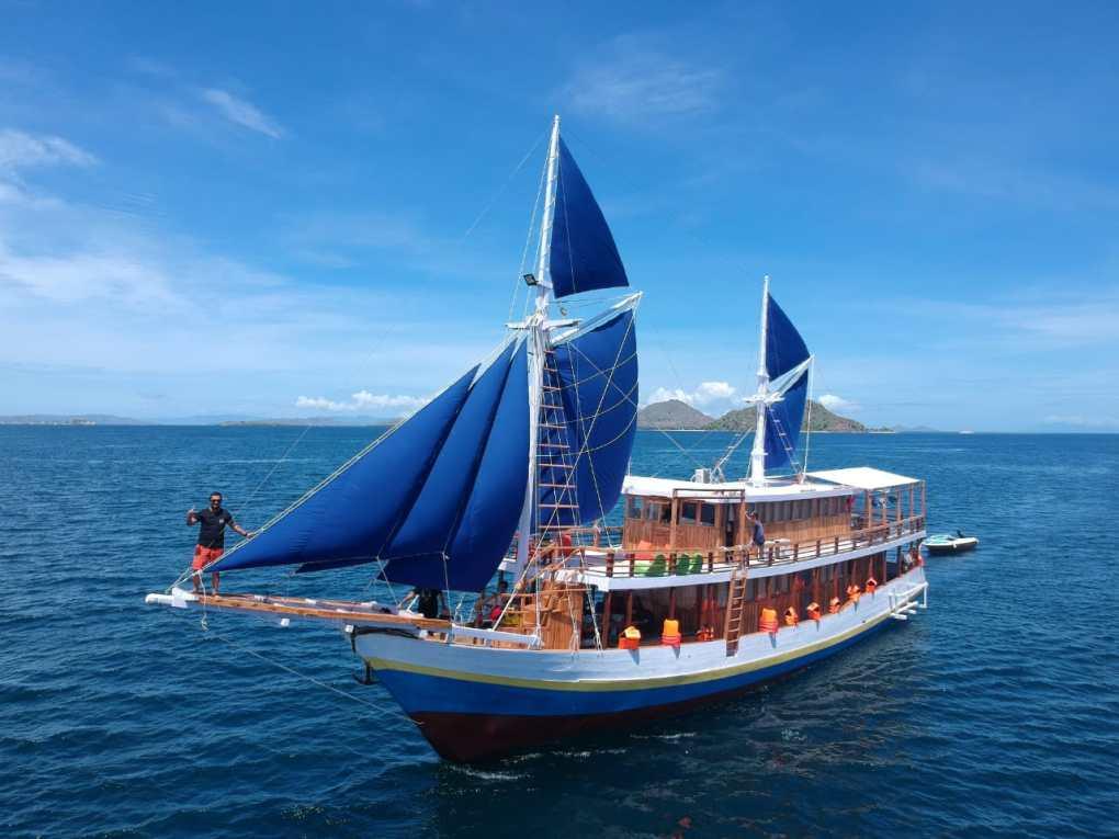 Kapal Arfisyafana Indah Sewa Kapal Komodo 11
