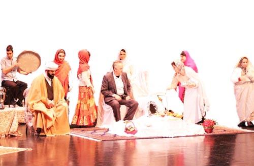 پانصد نفر در سكوت اجراي موزيكال «طنين ترانههاي زن ايراني» را با هيجان دنبال كردند