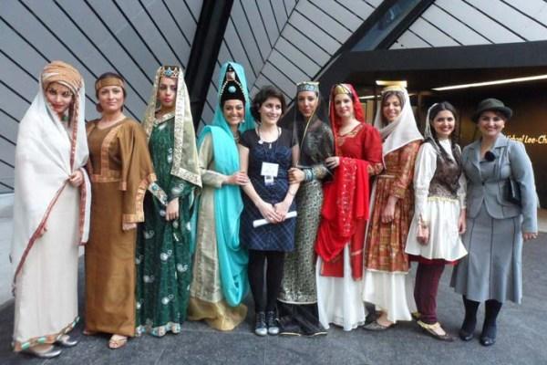 جمعی از هنرمندان و شرکت کنندگان در برنامه «روز میراث فرهنگی ایران در موزه رویال انتاریو»- سال 2011