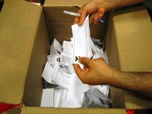 آرای ریخته شده در یکی از صندوقهای رای