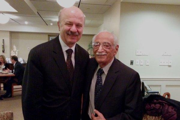 از راست:  آقای حسنعلی وحید و دکتر رضا مریدی  پس از مراسم معرفی در پارلمان