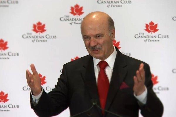 صحنه ای از ویدیوی سخنرانی  دکتر رضا مریدی وزیر آموزش عالی  و پژوهش های علمی انتاریو  در  The Canadian Club of Toronto