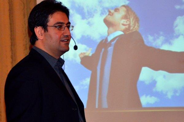 ایمان آقایی در حال برگزاری سمینار دو روزه بازاریابی در ونکوور