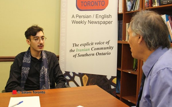 کوروش هوشمند سمت چپ در گفتگو با مشهود ناصری در دفتر سلام تورنتو:  در واقع محرک من در زندگی چالشهای جدید و شروع تازه است. من عاشق ساختن و خلق موقعیتها برای خودم و همنوعانم هستم به گونه ای که منشا اثری باشیم.