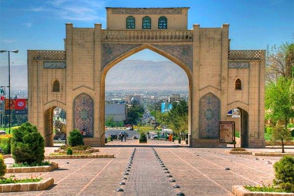 دروازه قرآن شیراز محل شروع مسابقه ماراتون بین المللی ایران